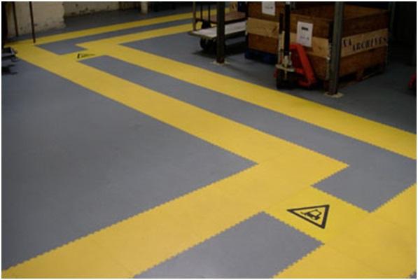 Dalle pvc clipsable sol industriel atelier - Revetement sol dalles clipsables ...